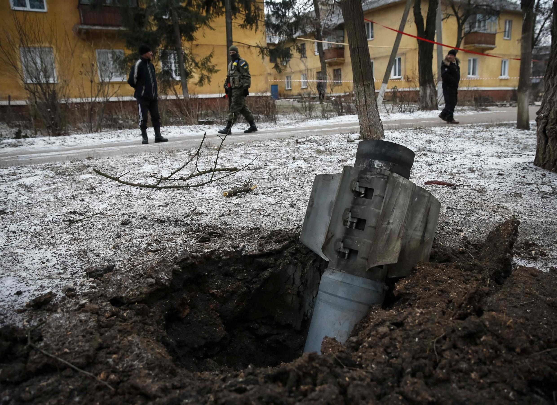 Неразорвавшаяся ракета на улице Краматорска 10/02/2015