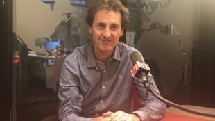 O geógrafo Laurent Durieux nos estúdios da RFI Brasil