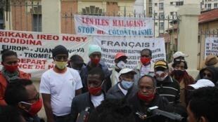 Un rassemblement pour demander la restitution des Iles Eparses a eu lieu, vendredi 19 juin, en face de l'ambassade de France, à Antananarivo.