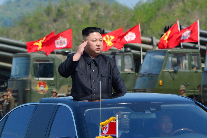 Lãnh đạo Bắc Triều Tiên Kim Jong Un, trong lễ kỷ niệm 85 năm thành lập Quân Đội Nhân Dân Triều Tiên, ảnh hãng tin nhà nước KCNA đăng tải ngày 27/04/2017.