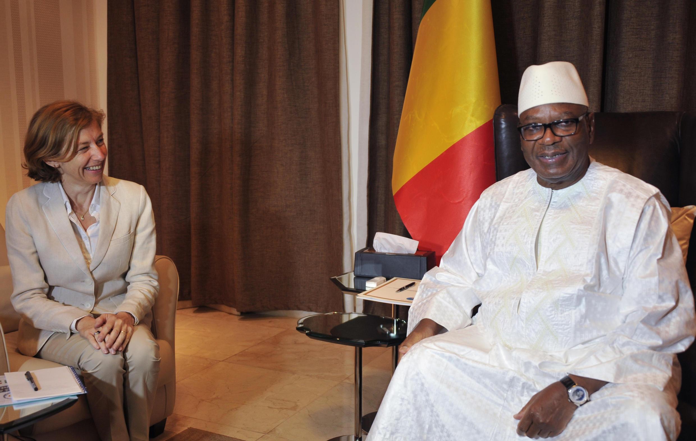 La ministre française des Armées Florence Parly a été reçue par le président malien Ibrahim Boubacar Keita, au palais présidentiel à Bamako, le 1er août 2017.
