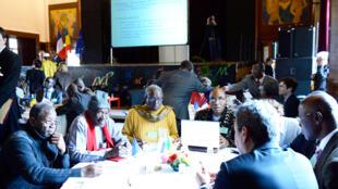 La diaspora malienne réunie autour d'une table ronde organisée pour «la paix et le développement du Mali» à la mairie de Montreuil, le 10 avril 2013.