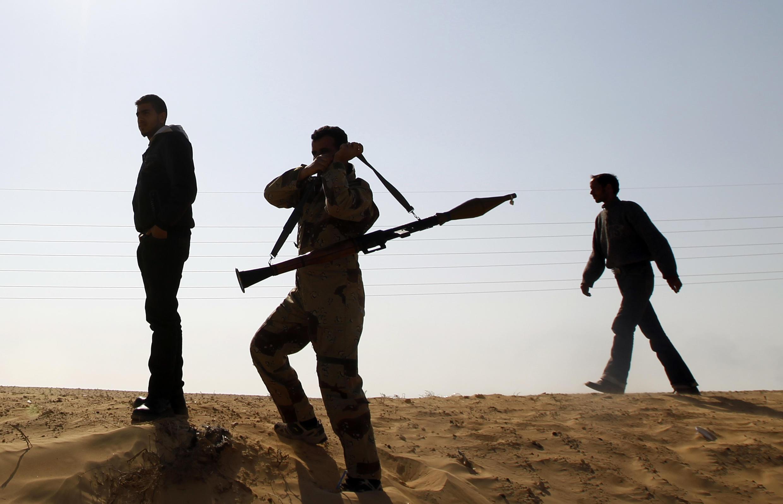 Rebeldes libios en la ruta entre Bengasi y  y Ajdabiya, el 25 de marzo de 2011.