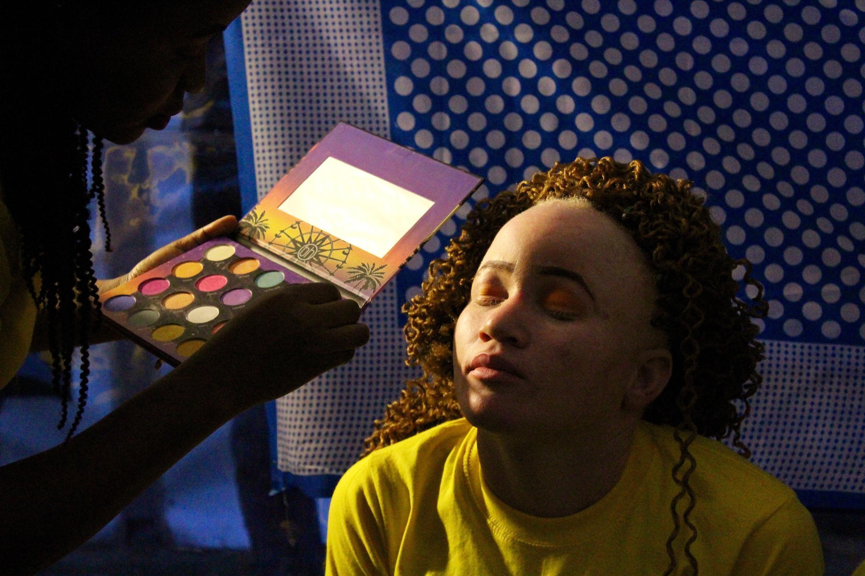 Les participants au concours suivent une formation au maquillage, à la démarche de mannequin et à l'expression orale.