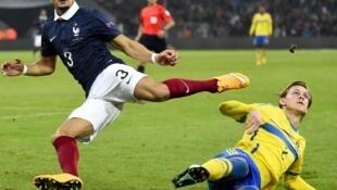 Pour sa première titularisation avec l'équipe de France, Layvin Kurzawa a réalisé une belle prestation face à la Suède, le 18 novembre 2014 au Stade Vélodrome.