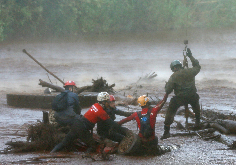 Operações de busca após desmoronamento de barragem em Brumadinho