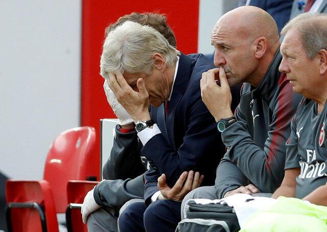 Koscha wa klabu ya Arsenal, Arsene Wenger akisikitishwa na ushindi wa Swansea dhii ya klabu yake.