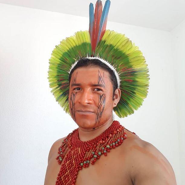 O índio Arassari Pataxó esteve na Europa para alertar a comunidade internacional sobre a situação de seu povo.