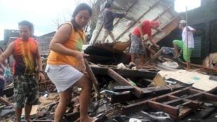 Thị trấn ven biển Pigcale, gần thành phố Legazpi bị bão Melor tàn phá.