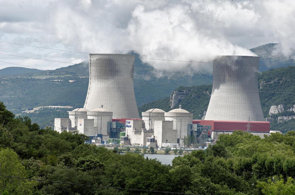 Um grupo de militantes do Greenpeace entrou, nesta terça-feira (28), na usina nuclear de Cruas-Meysse, no sudeste da França.