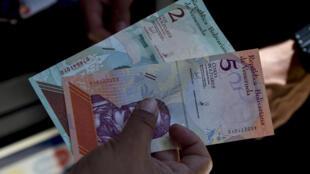 委内瑞拉新货币主权玻利瓦尔2018年8月20日投入使用,币值比旧币一下子减少五个零。