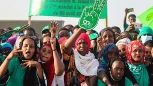 Des partisans du président djiboutien sortant Ismaïl Omar Guelleh lors d'un meeting à Balbala le 29 mars 2021.
