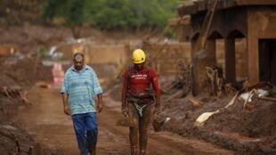 Lama que invadiu Bento Rodrigues e destruiu a bacia do Rio Doce contém metais altamente tóxicos.