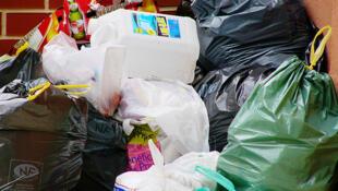 290 kg de déchets par personne et par an en France.