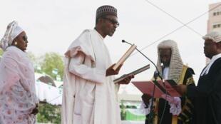 Muhammadu Buhari wakati wa kuapishwa kwake, Mei 29 mwaka 2015, Abuja.