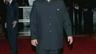 Imagens da televisão coreana mostram Kim Jong-un, filho caçula do ditador Kim Jong-il, que deverá assumir o poder na Coreia do Norte. O herdeiro aparece durante o funeral de seu pai, nesta terça-feira.
