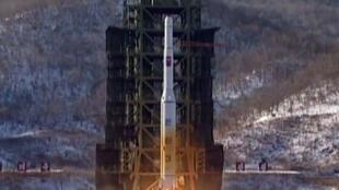Imagem da televisão norte-coreana com lançamento de foguete em dezembro de 2012