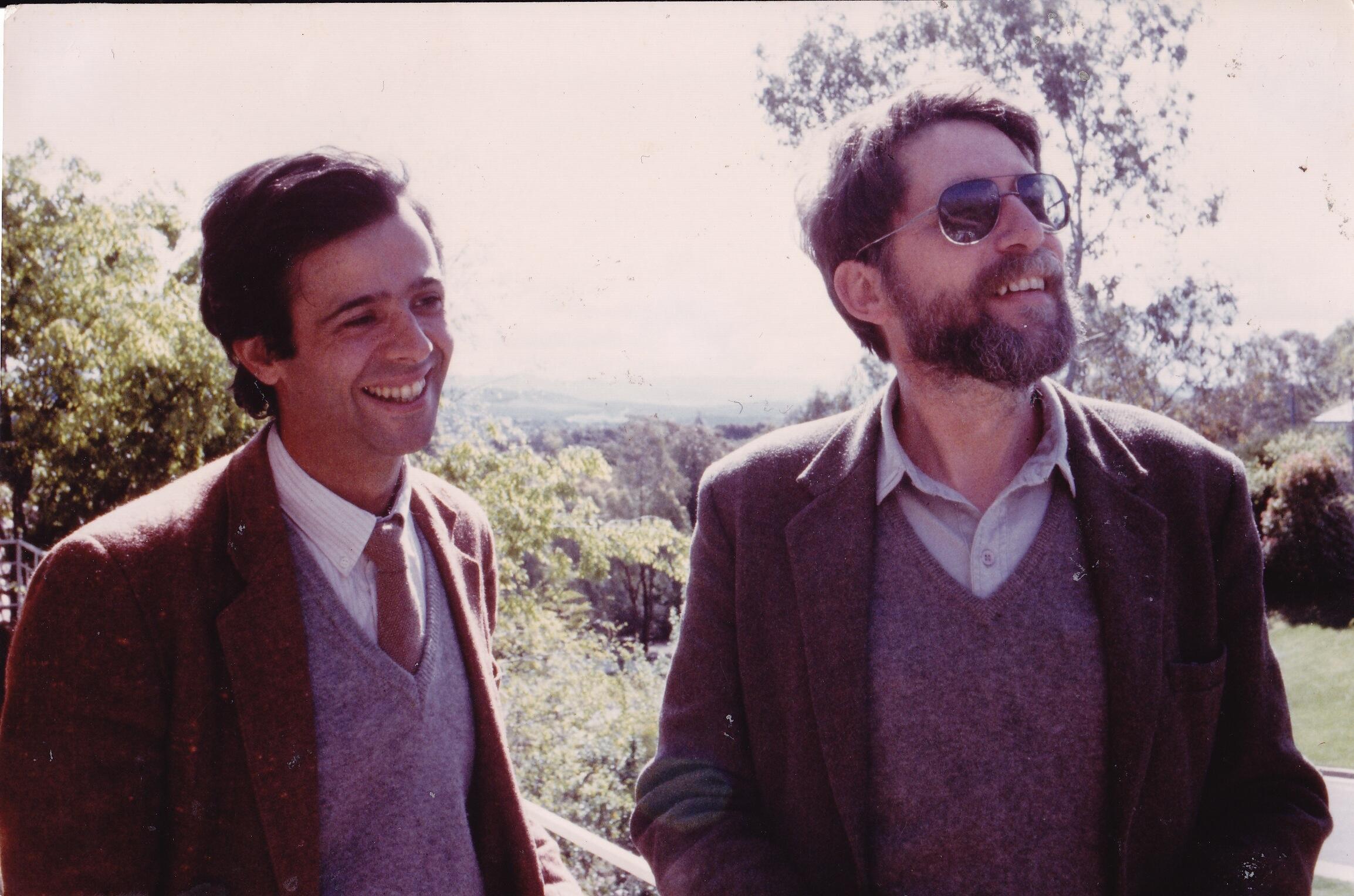 El periodista y escritor Pierre Boncenne (izquierda) y Pierre Ryckmans, quien firmaba sus libros como Simon Leys (archivo personal).