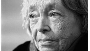 Marguerite Duras est née le 4 avril 1914 et décédée le 3 mars 1996.