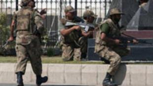 Các căn cứ quân sự của chính quyền Pakistan thường là mục tiêu tấn công của quân nổi dậy - REUTERS /Faisal Mahmood