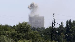 Intensos combates entre tropas ucranianas e rebeldes pró-Rússia no leste do país.