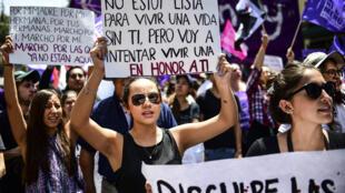 A violência contra as mulheres e nas últimas semanas, casos de feminicídios registrados no país resultaram em protestos pelas ruas da capital mexicana.