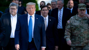 El presidente de Estados Unidos Donald Trump, junto con el fiscal general William Barr, el secretario de Defensa Mark Esper y el jefe del Estado Mayor, Mark Milley, el 1 de junio de 2020 en Washington