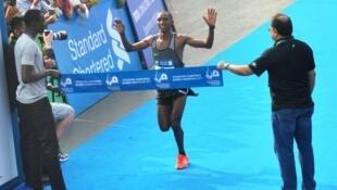 Mwanariadha wa  Marathon kutoka nchini Tanzania Alphonse Simbu