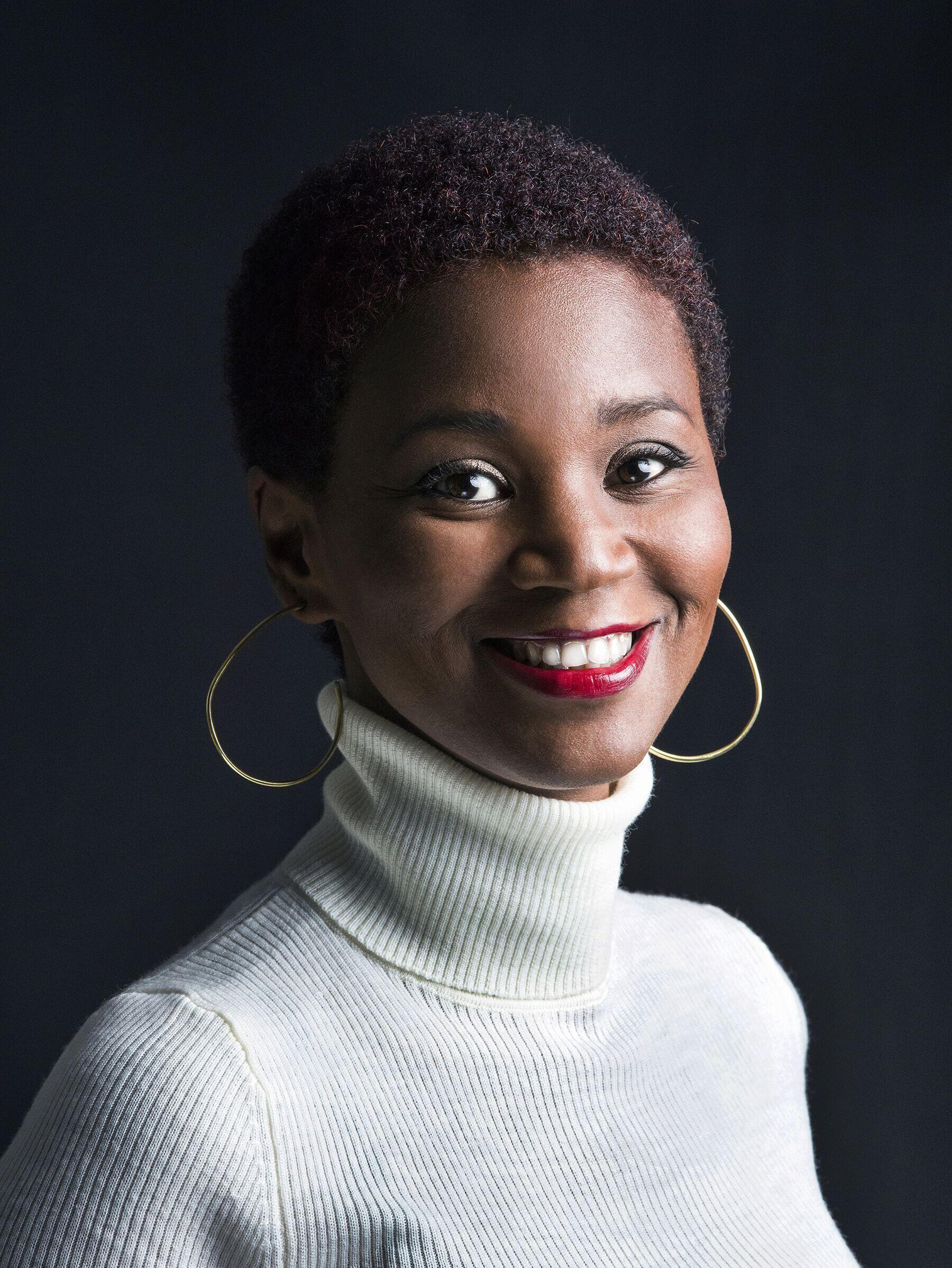 Portrait de l'artiste ivoirienne Joana Choumali, prix Pictet 2019 pour sa série « Ça va aller ».