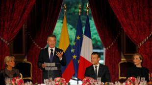 El presidente de Colombia, Juan Manuel Santos, el 21 de junio de 2017 junto a su par francés Emmanuel Macron en París.