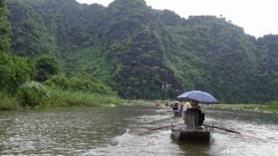 """Tam Cốc - Bích Động , """"Vịnh Hạ Long trên cạn"""", một trong những địa điểm du lịch nổi tiếng của Việt Nam."""