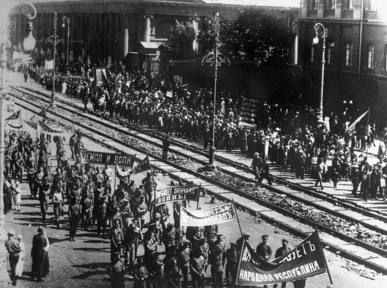 Антивоенная демонстрация в Москве, 1917 год.