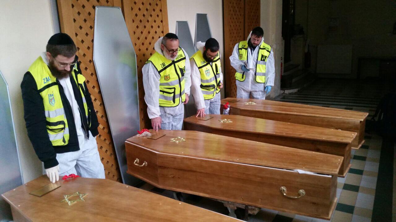 Les cercueils des quatres juifs tués lors de l'attaque du supermaché casher de la porte de Vincennes vendredi 8 janvier sont arrivés en Israël cette nuit pour être inhumés à la mi-journée