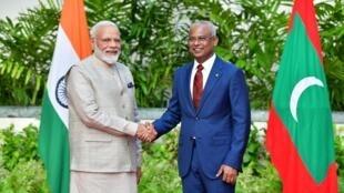 印总理莫迪(左)与马尔代夫总统索利赫2019年6月8日马尔代夫