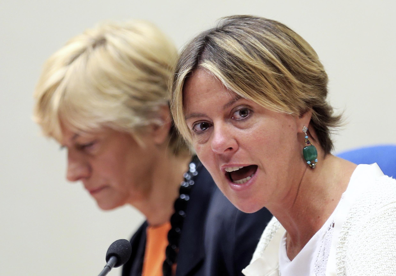 As ministras italianas da saúde, Beatrice Lorenzin(a direita) e da Defesa, Roberta Pinotti, durante conferência de imprensa em Roma, deram seu aval para a produção de maconha para fins terapêuticos.