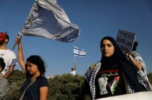 巴勒斯坦人继续在加沙示威。2018-03-31