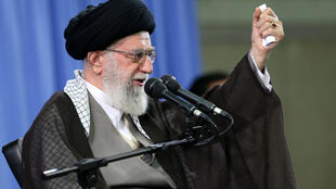 O aiatolá Ali Khamenei durante discurso a guardiães da revolução iraniana em setembro de 2015.