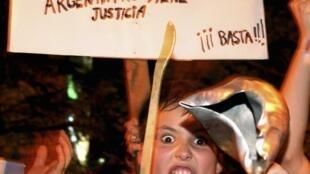 Manifestação nas ruas de Buenos Aires contra o governo da presidente Cristina Kirchner, em 8 de novembro 2012.