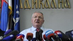 Vojislav Šešelj , le chef historique de l'extrême droite serbe peut savourer sa victoire. Son acquittement fait l'effet d'une bombe dans la région.