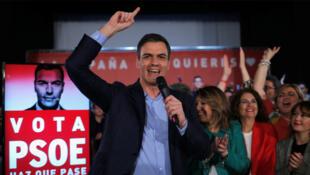 Pedro Sanchez, le Premier ministre socialiste, en tête dans les sondages pour les législatives en Espagne, en campagne, le 12 avril 2019.