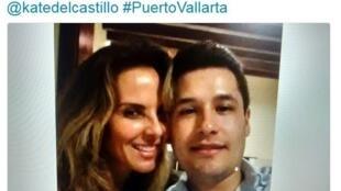 Foto do filho do narcotráfico mexicano El Chapo, que se encontra sequestrado, com a atriz Kate Del Castilho, publicada em vários jornais do país.