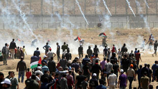 Face à face tendu lors de la manifestation marquant le 71e anniversaire de la Nakba près de la barrière frontalière entre Israël et Gaza, à l'est de la ville de Gaza, le 15 mai 2019.