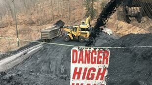 À l'extérieur de la mine de charbon de War, aux États-Unis, le pays où l'on enregistre la plus forte baisse de l'électricité à base de charbon.
