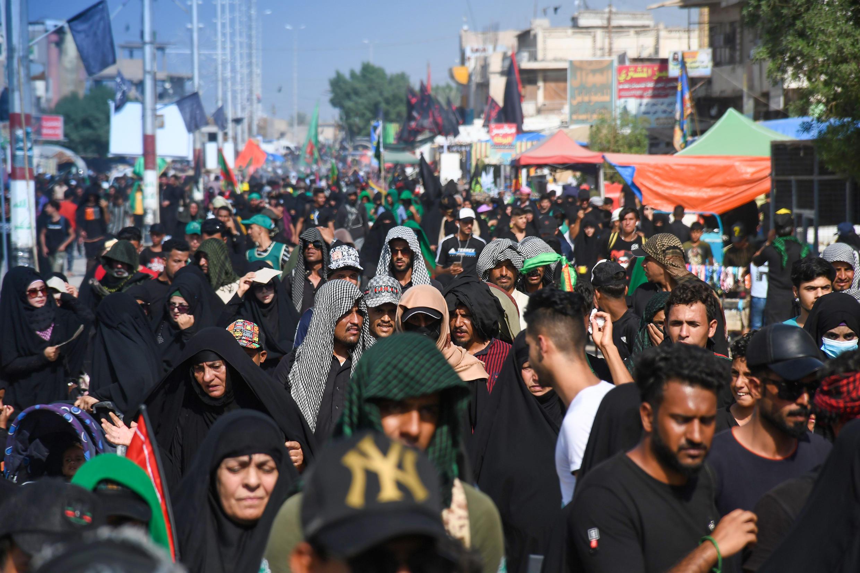Musulmanes chiitas llegan por miles el 3 de octubre de 2020 a Kerbala, Irak, para la Peregrinación de Arbail, que tendrá lugar el jueves