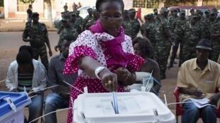 Les bureaux de vote ont été protégés par les soldats. Bissau, ce dimanche 13 avril 2014.
