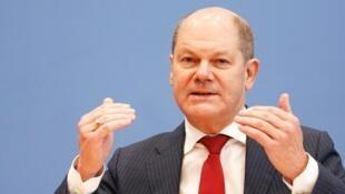 "Olaf Scholz  وزیر دارائی و قائم مقام صدراعظم آلمان و یکی از رهبران اصلی حزب ""سوسیال دموکرات""."