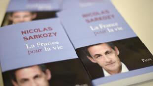 """El ex presidente Nicolas Sarkozy publica """"La France pour la vie"""" (Francia de por vida)."""