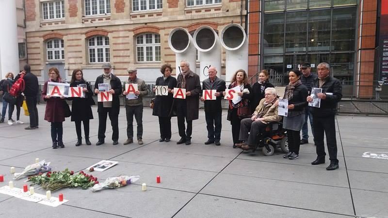 Акция в память об Анне Политковской на площади Стравинского в Париже