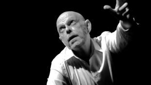 Portrait du metteur en scène et comédien Ivan Morane.