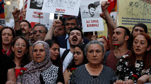 Marche dans le parc de Gezi, dans le centre d'Istanbul  le 31 mai 2018, 5 ans après le soulèvement populaire contre le régime de RecepTayyip Erdogan dans ce même parc.